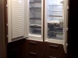 bijkeuken met koelkast en diepvries